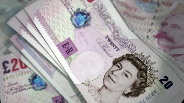 Efect de domino: Daca lira sterlina se prabuseste, va trage si euro dupa ea