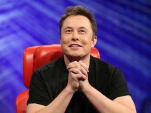 """Elon Musk, invitat in Egipt dupa ce a postat pe Twitter un mesaj controversat despre piramidele construite de """"extraterestrii"""""""