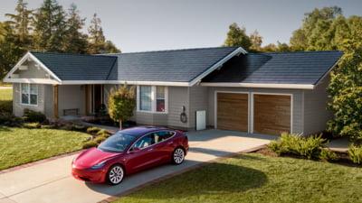 Elon Musk anunta ca Tesla poate produce in masa acoperisurile din panouri solare