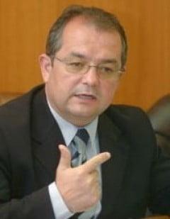 Emil Boc: Bugetarii primesc al 13-lea salariu