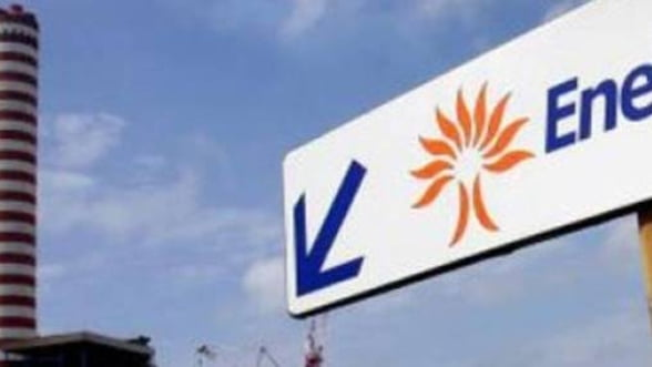 "Enel ""bate palma"" cu BCR pentru plata online a facturii la electricitate"