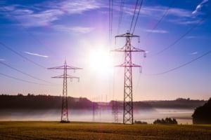 Energia electrica s-a scumpit alarmant pe pietele angro. Facturile urmeaza sa creasca - vezi cine va fi cel mai mult afectat
