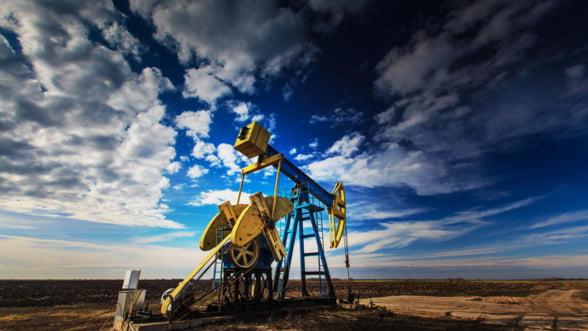 Era petrolului ieftin: Pretul barilului poate ajunge si 10$!