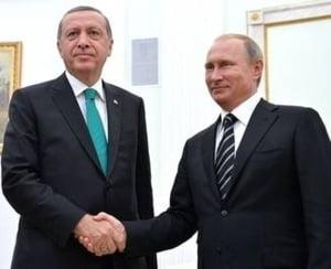 """Erdogan face prima vizita externa dupa puci - se intalneste cu """"prietenul"""" Putin"""