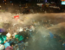 Erdogan ia cu forta cel mai mare ziar din Turcia - gaze lacrimogene in redactie