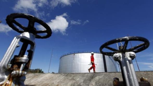 Erste: Pretul petrolului, la un nou record - 123 dolari/baril in 2012