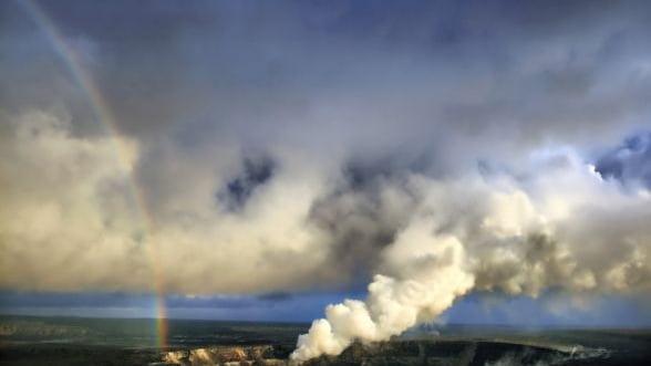 Eruptia unui vulcan, surprinsa de un turist, a devenit virala pe Internet VIDEO
