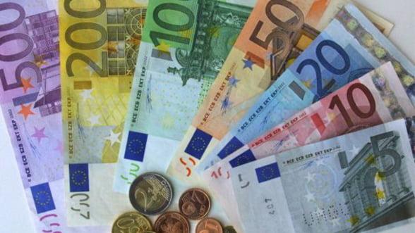 Euro, la cel mai mic nivel din ultimele 11 luni: 1,3 dolari pe unitate