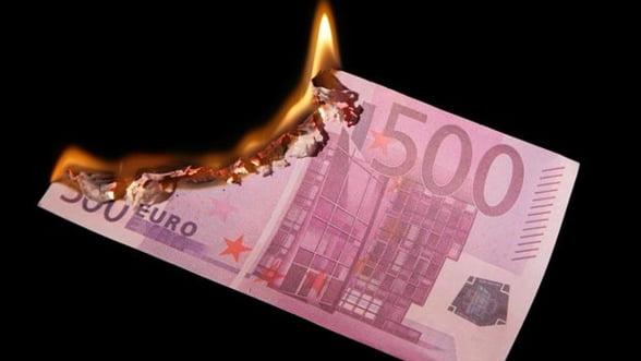 Euro, la minimul ultimelor 16 luni fata de dolar