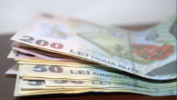Euro a depasit pragul de 4,58 lei. S-ar putea stabiliza abia la 4,75 - 4,8 lei