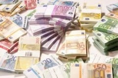 Euro pierde teren fata de dolar si yen, pe o piata afectata de stirile economice negative