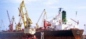 Explozie intr-o nava, la Navrom Galati: Doua persoane au fost ranite