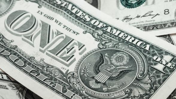 FMI: Lumea nu-si mai face rezerve in dolari