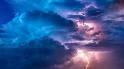 FMI: Nori de furtuna se aduna deasupra economiei mondiale