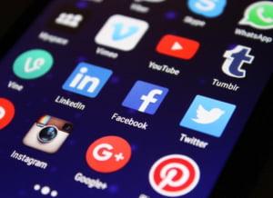 Facebook si Twitter au eliminat sute de conturi care aveau legaturi politice cu Rusia si Iran