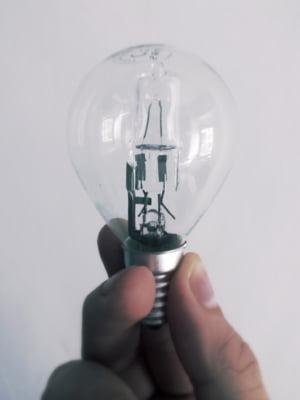 Facturi umflate la energie electrica: Pierderile din retea, suportate de consumatori - Curtea de Conturi