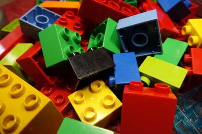 Familia din spatele Lego a cumparat parcurile Legoland si muzeele Madame Tussauds