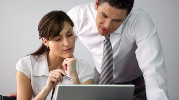 Femeile i-au depasit pe barbati la consumul de internet