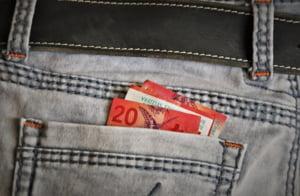 Fereste-te de economiile in franci elvetieni. Vei avea o surpriza foarte neplacuta!