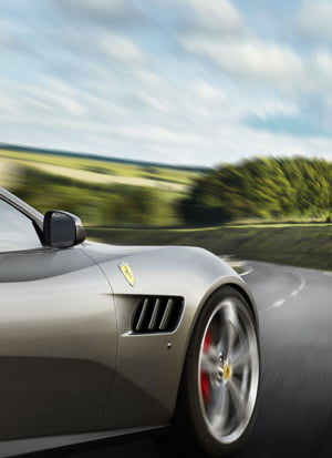 Ferrari marcheaza 70 de ani de excelenta printr-o parada cu 350 de unicate fioroase