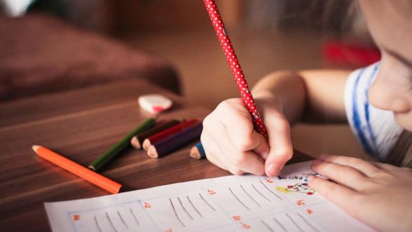 Fiecare copil are acum un cont la Trezorerie. Pentru 1.200 de lei depusi anual, statul promite o prima de 600 de lei