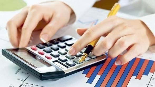 Finantele analizeaza impozitul pe cifra de afaceri si reducerea celui pe dividend la 5%