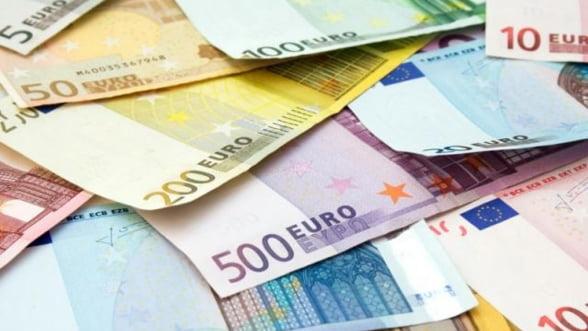 Firmele care angajeaza absolventi pot aplica pentru subventii europene, incepand de vineri