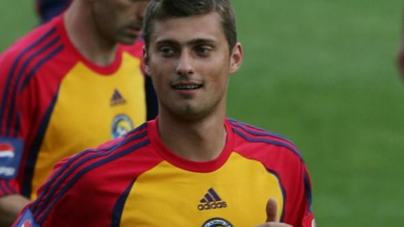 Fotbalistul Gabriel Tamas, dus cu catuse la Sectia 1 Politie
