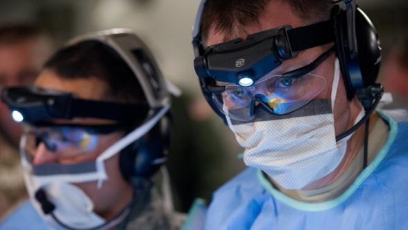 Foxconn trece de la productia de iPhone la cea de masti medicale