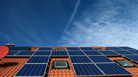 Francezii isi pun panouri solare pe acoperisurile supermarketurilor, hotelurilor si spitalelor