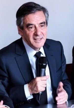 Francois Fillon nu a declarat un imprumut luat de la miliardarul care i-a angajat fictiv sotia