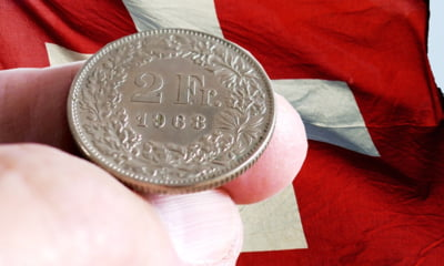 Francul elvetian a scazut sub pragul aparat odata de Banca Nationala a Elvetiei