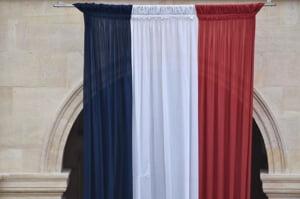 Franta risca un dezastru: frontul politic