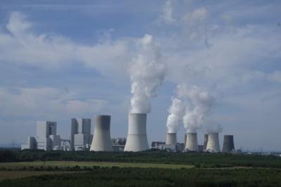 Franta vrea sa renunte complet la carbune si sa inchida 30% din centralele nucleare