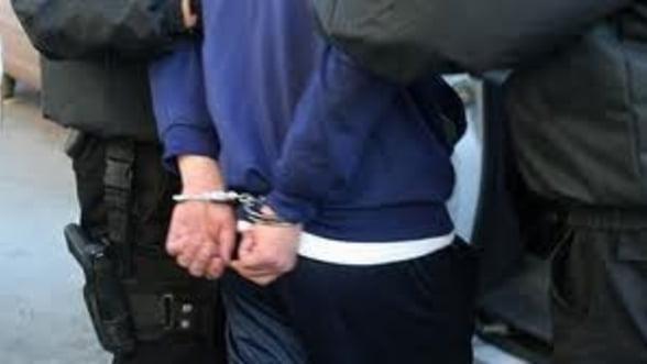 Frauda bancara - 10 persoane arestate