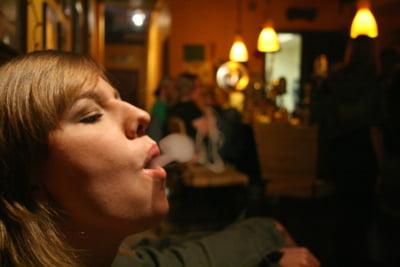Fumatorii romani nu sunt singurii napastuiti din UE. Iata ce patesc viciosii din alte tari europene