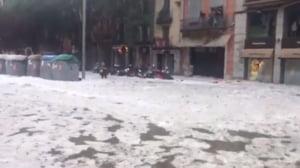 Furtuni devastatoare in Spania: Masinile au fost maturate de ape si grindina stransa cu excavatorul (Foto&Video)