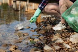 G20 va implementa un nou cadru pentru a opri poluarea cu plastic a marilor si oceanelor