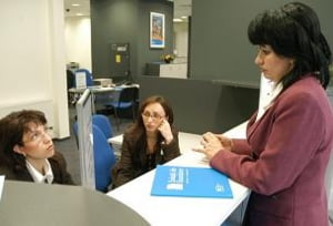 GfK: Doar unul din trei romani are incredere in bancheri