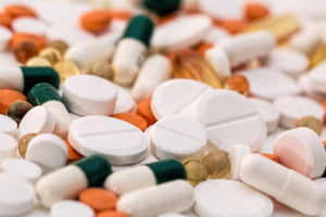 Gigant din industria farma, acuzat ca a minimalizat riscurile unor medicamente. Compania s-a oferit sa achite patru miliarde de dolari pentru a scapa de acuzatii