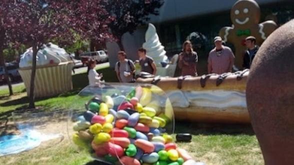 Google a instalat in campusul companiei statueta Android Jelly Bean