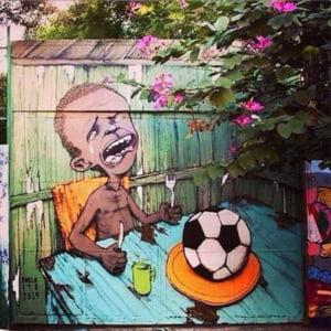 Graffiti impresionante cu mesaje impotriva Cupei Mondiale de Fotbal impanzesc Brazilia