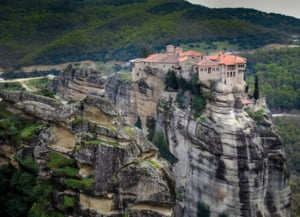 Grecia impune obligativitatea purtarii mastii de protectie in aproape toate spatiile inchise, dar nu si in biserica