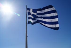 Grecia inchide barurile si restaurantele la ora 12.00 noaptea in statiunile turistice si pe insule. Restrictii suplimentare impuse balcanicilor si altor europeni