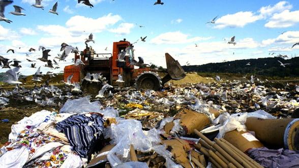 Grecii, amendati pentru gunoiul de sub pres - Europa le mai trage o amenda