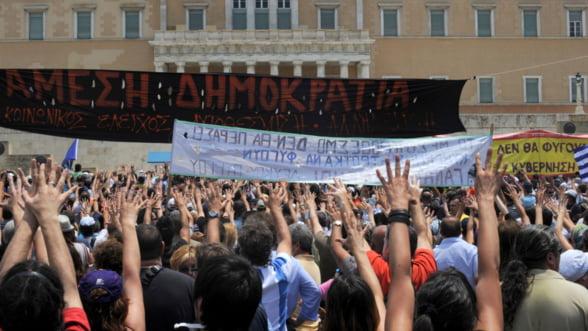 Grecii, suparati pe Tsipras: Taierea pensiilor si cresterea taxelor ii scot pe oameni in strada