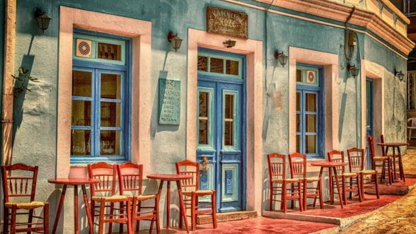 Grecii incep sa-si poata misca din nou banii cu mai multa lejeritate, dupa ani intregi de restrictii