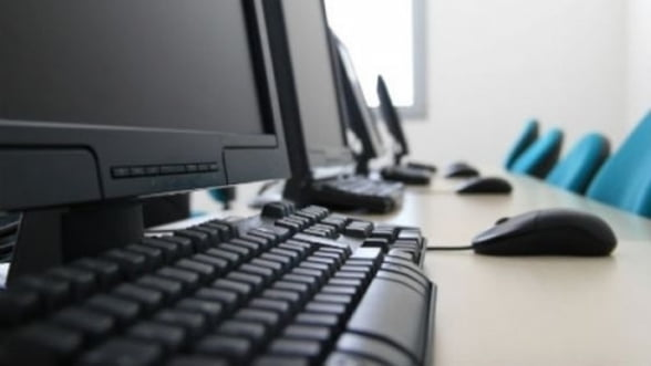 Grecii primesc bani de la stat sa-si cumpere PC-uri si abonamente la Internet