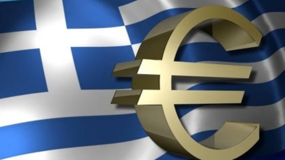 Grecii sustin inca moneda euro, in ciuda masurilor de austeritate