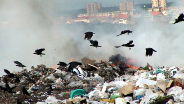 Gropile de gunoi din Romania miros pana la Bruxelles